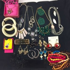 22-Piece Mixed Lot of Jewelry